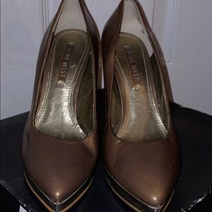 Nine West Gold pointed pumps size 6